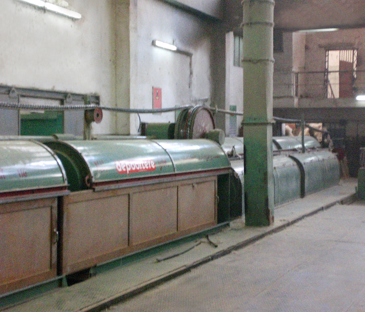 الاستعداد لبداية التصنيع بمصانع الكتان